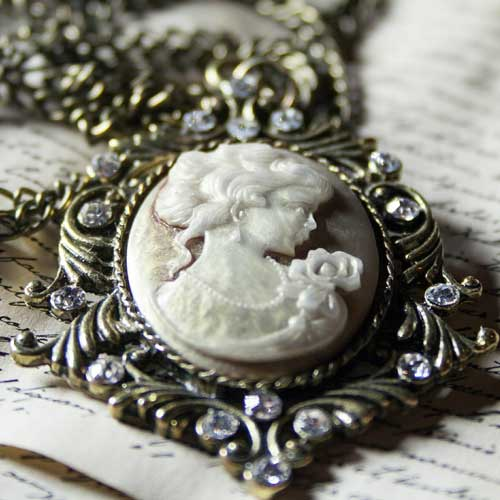 Broaches and Pendants at Goodfellas Pawn Shop - Buy, Sell and Collateral Loans